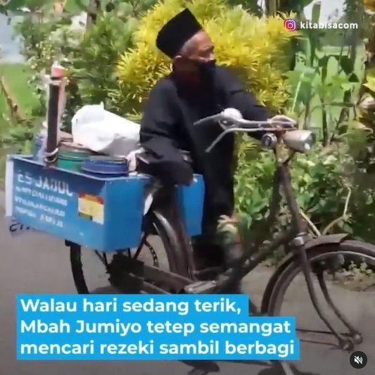 penjual es yang berikan gratis untuk anak yatim