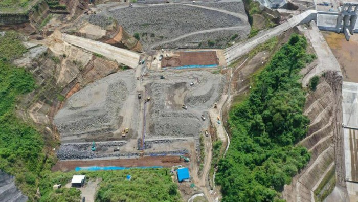 Pembangunan Bendungan Kuwil Kawangkoan di Kabupaten Minahasa Utara, Sulawesi Utara terus dikebut. Saat ini progresnya sudah mencapai 93 persen.