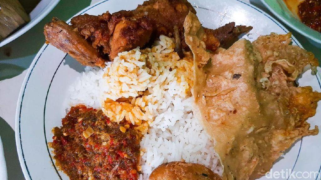 Langganan Menteri, Warung Makan di Sentul Ini Tawarkan Gulai Kikil Nikmat
