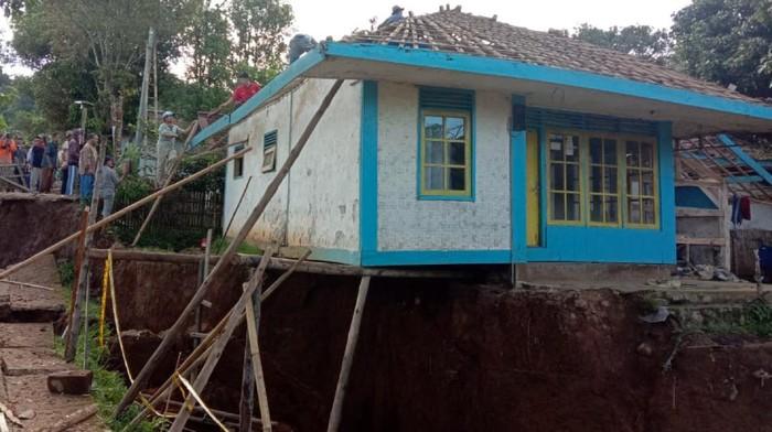 Rumah Menggantung di Sukabumi
