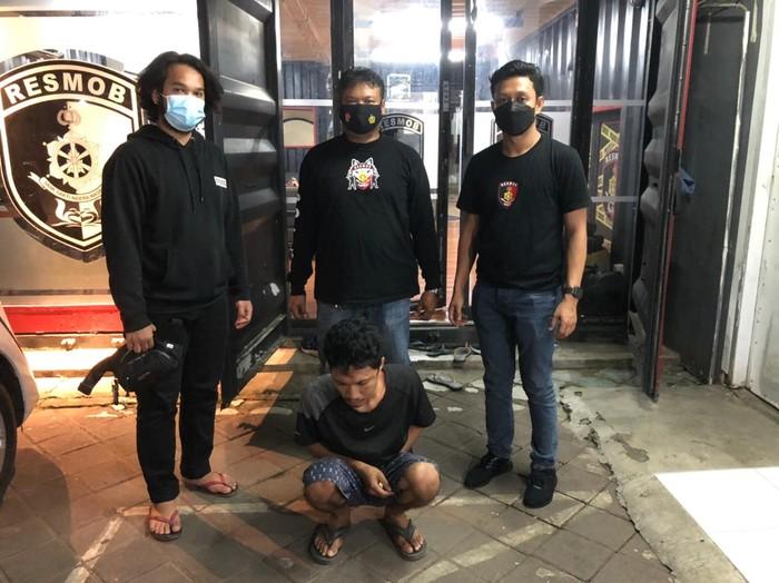 Tikam Polisi karena Tak Terima Ditegur Bonceng Tiga, Usman Dicokok. (Dok Polda Sulsel)