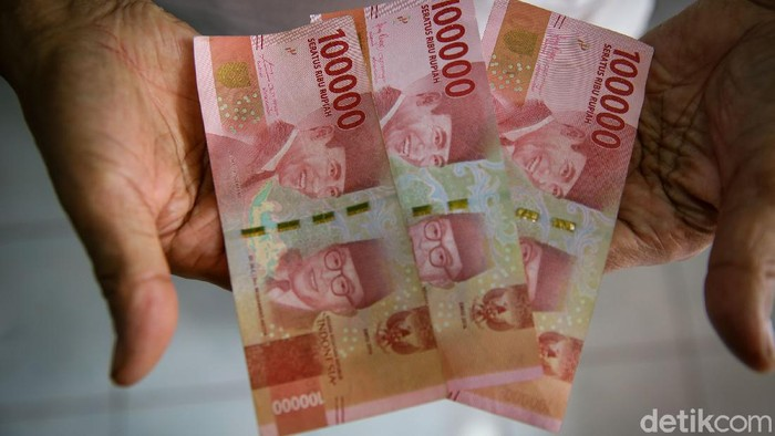 Sejumlah bantuan sosial (bansos) bakal cair lagi di tahun 2021 ini. Salah satunya bansos tunai sebesar Rp 300 ribu per bulan.