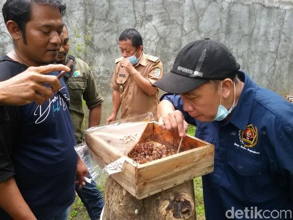 Ada yang menarik nih di Kampung Madu, Dusun Sindangasih, Desa Banjaranyar, Kecamatan Banjaranyar, Kabupaten Ciamis, Jawa Barat.