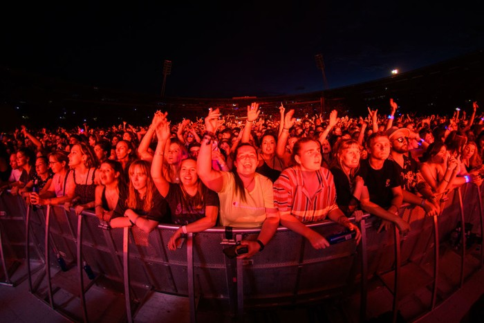 Sukses memerangi Corona, Selandia Baru menggelar konser musik luar ruangan terbesar sejak dimulainya pandemi COVID-19.