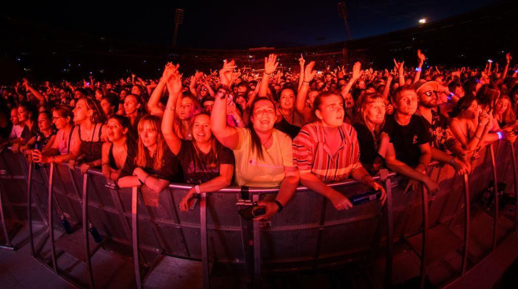 5.000 Orang Padati Konser Musik Percobaan di Barcelona