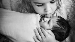 Momen kelahiran anak jadi waktu yang paling dinanti kedua orang tua. Berikut deretan foto persalinan yang tak hanya penuh kasih tetapi juga bikin haru.
