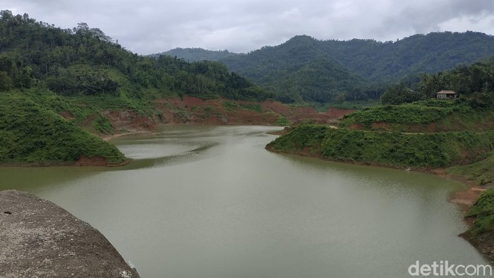 Pembangunan Bendungan Tukul di Pacitan, Jawa Timur, telah rampung. Bendungan itu pun diresmikan Presiden Joko Widodo hari ini.