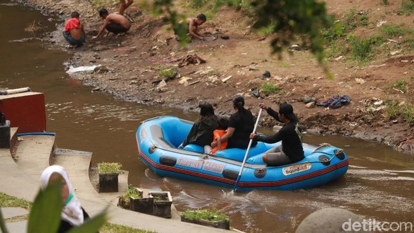 Tempat wisata yang betul-betul masih alami di Kota Bandung sudah cukup jarang. Teras Cikapundung jadi salah satu dari sedikit yang tersisa. (Wisma Putra/detikTravel)