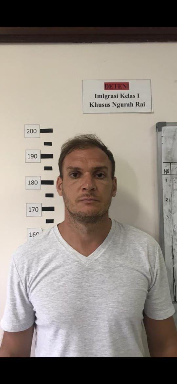 Warga negara asing (WNA) asal Rusia, Andrew Ayer alias Andrei Kovalenka, kabur dari Kantor Imigrasi Kelas I Khusus TPI Ngurah Rai