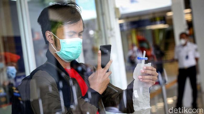 Uji pemeriksaan COVID-19 dengan metode GeNose kini tersedia di Stasiun Gambir, Jakarta. es GeNose ini sebelumnya digunakan di Stasiun Pasar Senen.