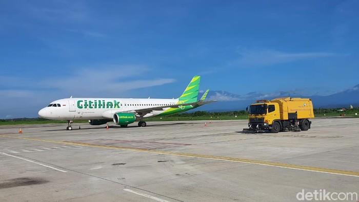 Bandara Banyuwangi kembali membuka penerbangan sejak Minggu (14/2). Sebelumnya, bandara tersebut ditutup selama 7 hari terdampak abu vulkanik.