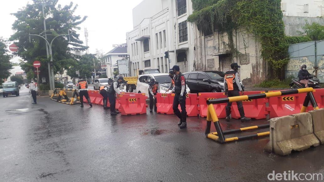 Jl Kunir arah Jl Kemukus, sekitar kawasan Kota Tua, macet menyambut penutupan jalan demi LEZ, 15 Februari. (Afzal NI/detikcom)