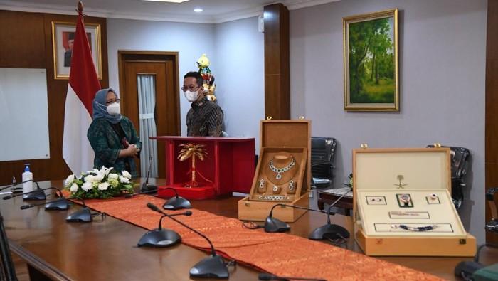 Jokowi Laporkan Barang Gratifikasi Rp 8,7 M