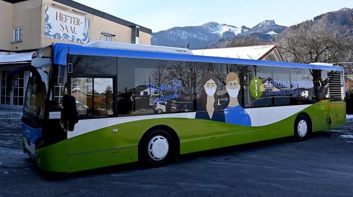 Sebuah bus khusus vaksin COVID-19 dipersiapkan khusus di Jerman untuk inokulasi untuk orang-orang yang mengalami kesulitan ke pusat vaksinasi setempat.