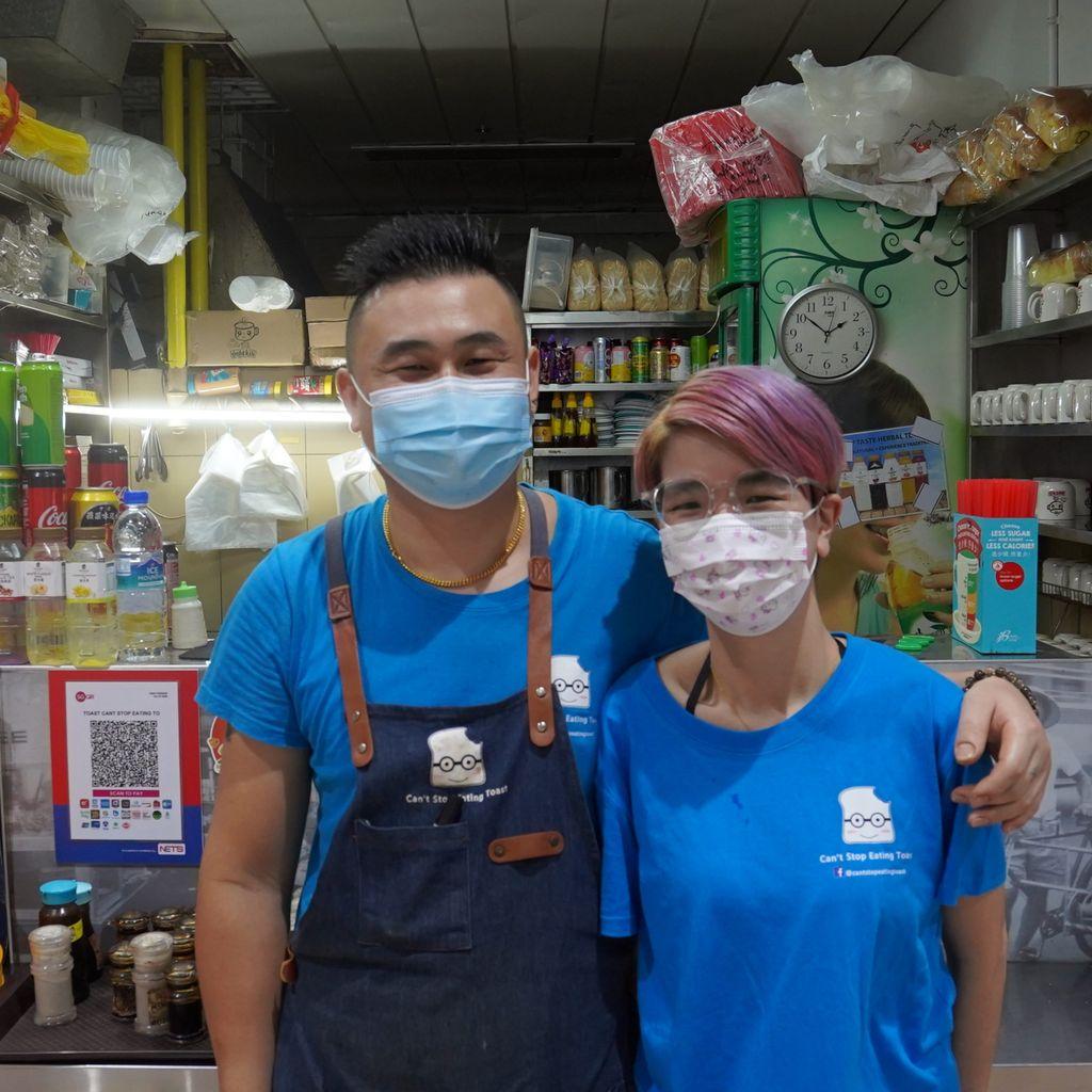 Kisah Pasangan Jatuh Cinta di Kedai Roti Bakar, Kini Sukses Berdua!