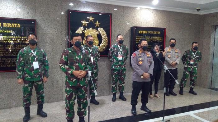 Konferensi pers Panglima TNI dan Kapolri (Adhyasta-detikcom)