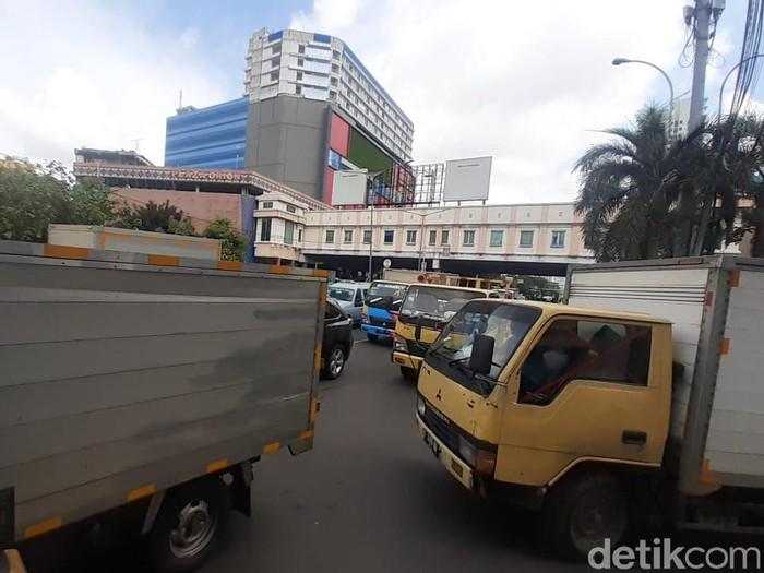 Macet di Glodok akibat LEZ Kota Tua, 15 Februari 2021. (Afzal Nur Iman/detikcom)