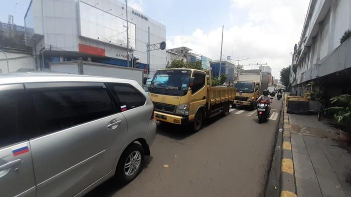 Penutupan lalin untu LEZ Kota Tua, macet terjadi di Jl Pintu Besar Selatan-Pasar Asemka. (Afzal Nur Iman/detikcom)