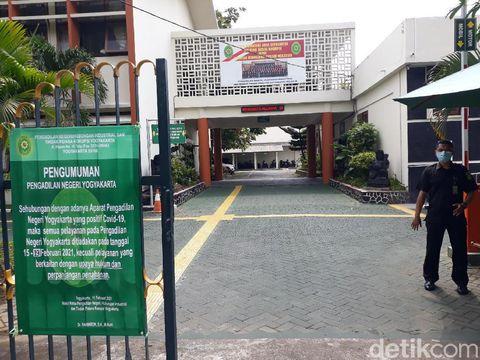 PN Kota Yogyakarta tutup sementara karena 6 hakim, 2 PP dan 1 pegawainya terpapar Corona, Senin (15/2/2021).