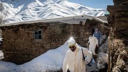 Sejak dimulainya kampanye vaksin, tim medis Turki mulai melakukan vaksinasi hingga ke desa pedalaman. Hal itu tentu menjadi tantangan untuk para pekerja medis.