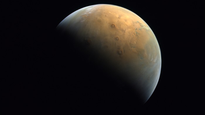 Satelit Uni Emirat Arab tangkap gambar menawan planet Mars