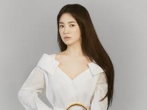 Penampilan Song Hye Kyo Jadi Model Baru Fendi, Cantik Bak Dewi