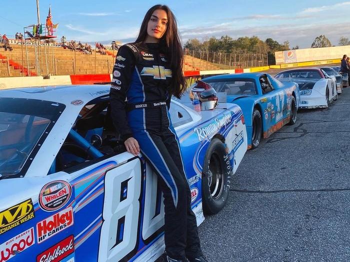 Toni Breidinger, Pembalap Wanita Arab Pertama di NASCAR