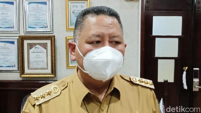 Pemkot Surabaya berencana menggelar vaksinasi COVID-19 tahap 2 pada Selasa (16/2). Namun Wali Kota Whisnu Sakti Buana belum bisa memastikan soal kesiapannya.