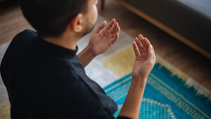 Muslims prayer at home