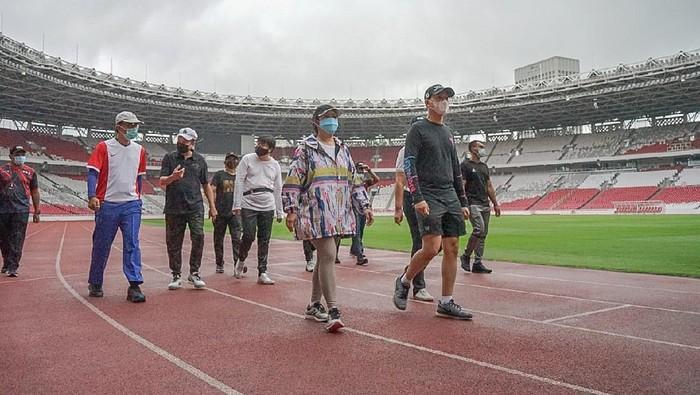 Ketua DPR RI Puan Maharani menghabiskan sore hari dengan berolahraga di Kompleks Stadion Utama Gelora Bung Karno, Senayan, Jakarta, Selasa (16/02/2021).