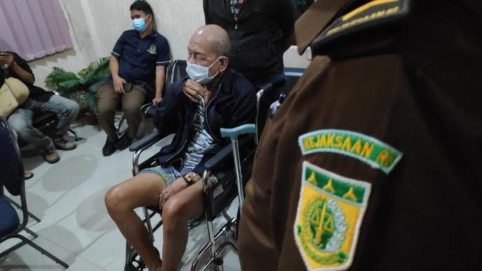 Kejaksaan Negeri Maros menangkap kakek berumur 69 tahun, Kandu Karim. Kandu Karim adalah terpidana yang telah buron 9 tahun.