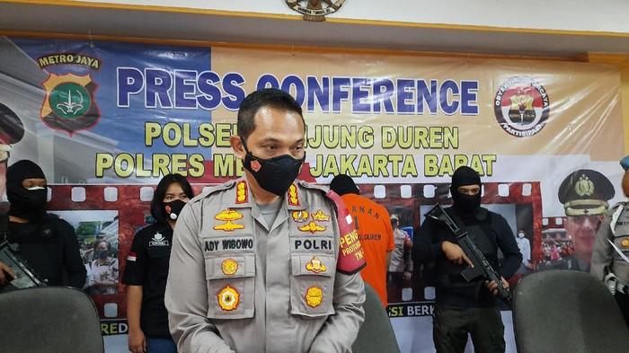 Konpers Penangkapan YS dan ZN di Polsek Tanjung Duren