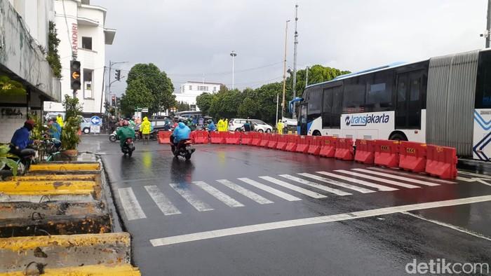 LEZ Kota Tua, pengendara dari arah Glodok diimbau belok ke Jl Pancoran. (Afzal Nur Iman/detikcom)