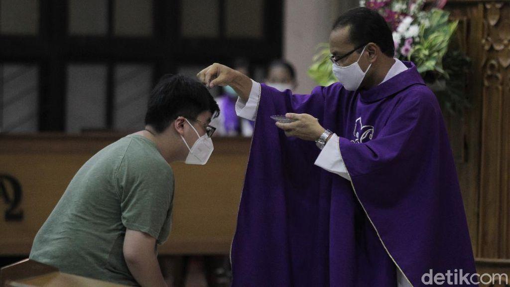 Misa Rabu Abu di Yogyakarta Digelar dengan Prokes Ketat