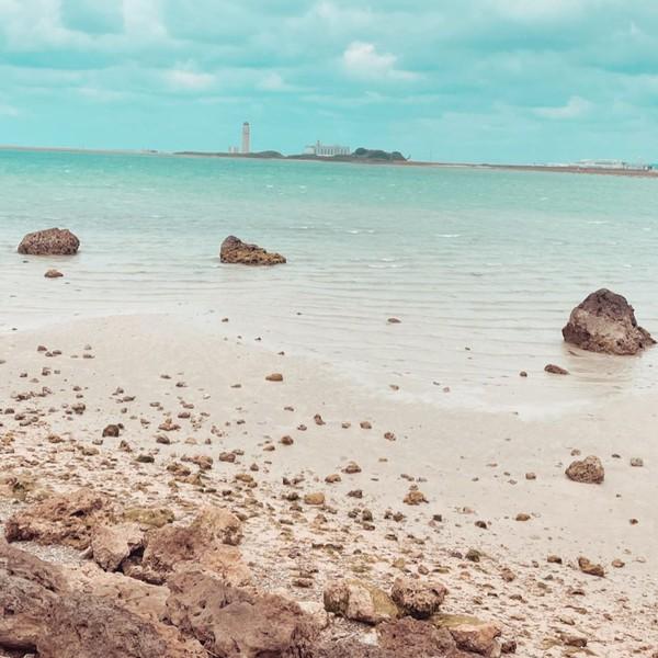 Main ke Okinawa, Miyabi pamerkan keindahan pantainya. (Instagram)
