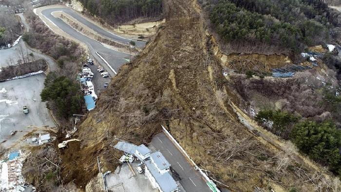 Sirkuit Ebisu tertimbun longsor akibat gempa M 7,1