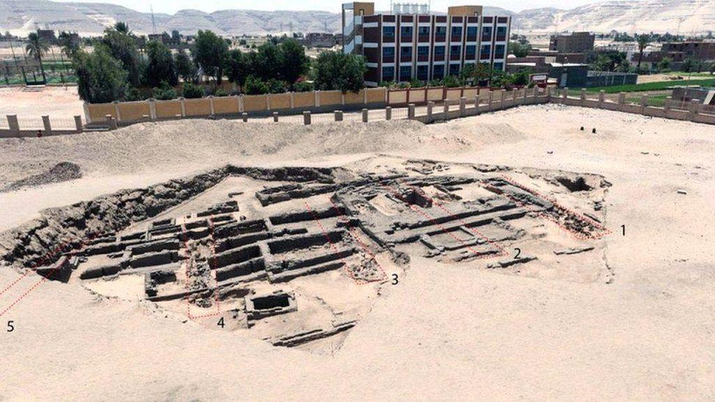 Arkeolog Mesir Temukan Pabrik Bir Tertua di Dunia dari 5.000 Tahun Lalu