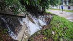 Diguyur Hujan, Saluran Air di Seberang RSPI Bintaro Jebol