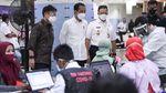 Potret Jokowi dan Anies Pantau Vaksinasi Pedagang Tanah Abang