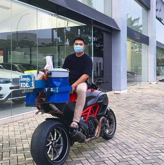 Viral Penjual Siomay Pakai Motor Ducati Diavel, Ini Faktanya!