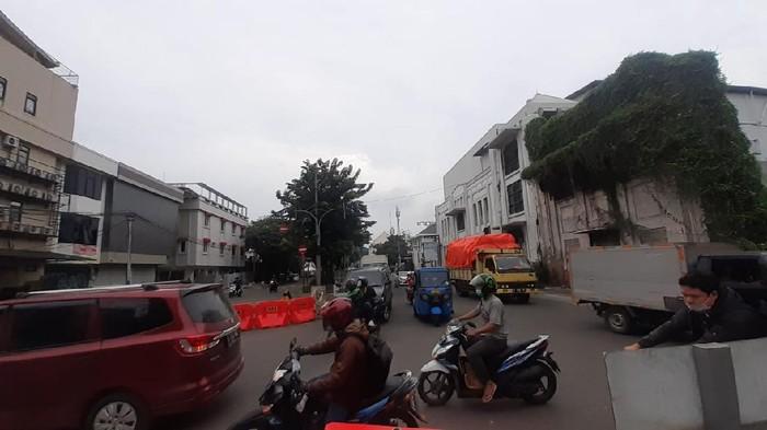 Konidisi Jalan Kemukus yang saat dibuka meski masuk kawasan LEZ Kota Tua Jakarta, Rabu (17/2).