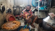 Telur Jadi Primadona Blitar, Pengusaha Kue Kecipratan Untung