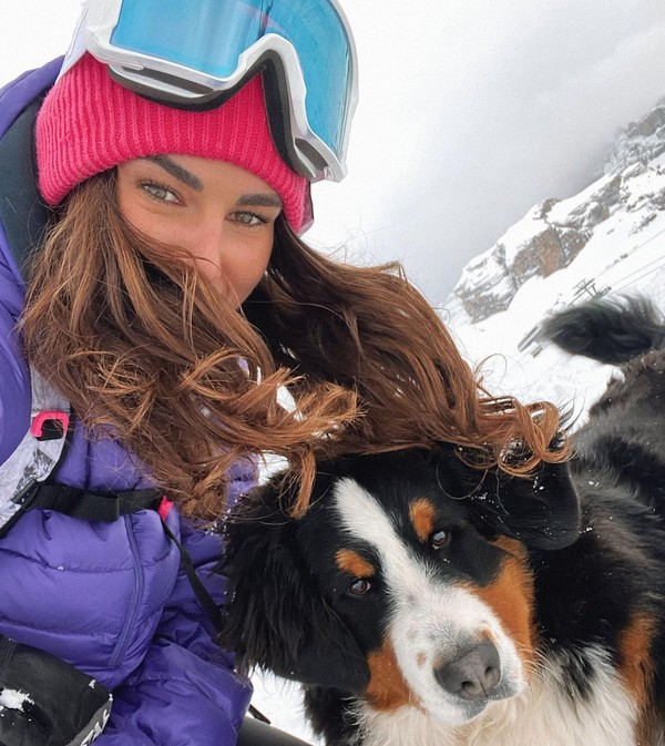 Saat musim dingin, Francesca memilih bermain ski. (Instagram)