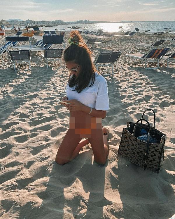 Saat musim panas, Francesca tak ketinggalan berjemur di Cattolica Beach, Italia. (Instagram)