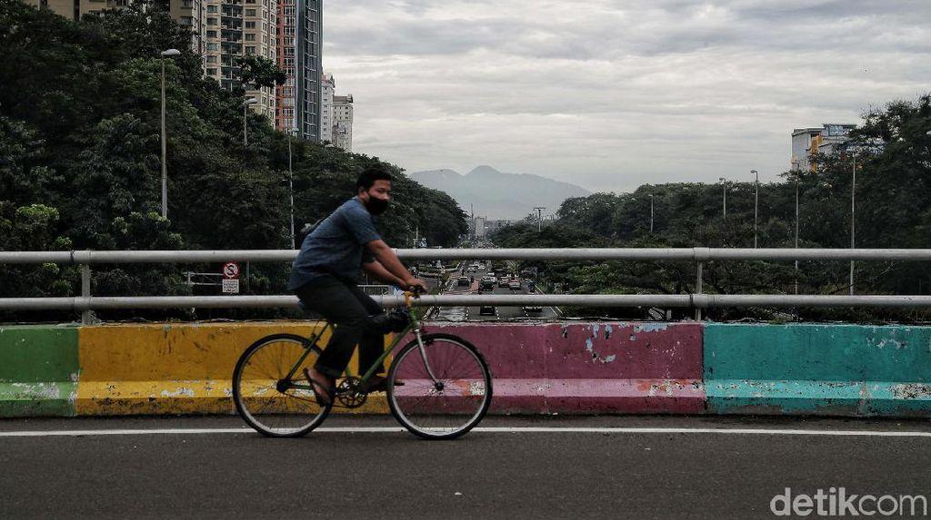 Polisi Imbau Warga Tak Ambil Foto Gunung Gede Pangrango di Flyover Kemayoran