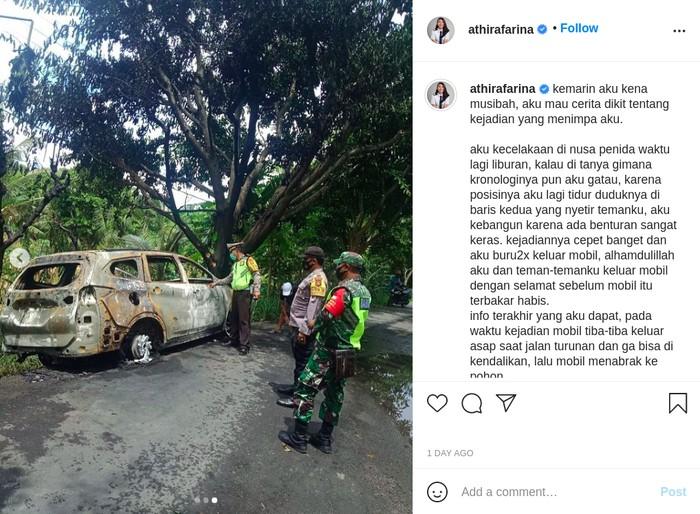 Mobil yang Ditumpangi Pilot Cantik Athira Farina Terbakar