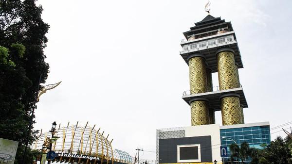 Sedangkan, Sabilulungan bermakna gotong royong dalam bahasa Indonesia. Penggunaan angka 99 amat lekat dengan agama Islam, yakni Asmaul Husna. (Muhammad Iqbal/detikTravel)