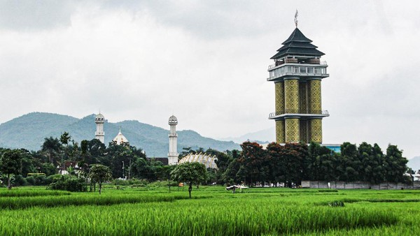 Penamaan Munara 99 Sabilulungan tidak lepas dari nilai persatuan antar agama dan budaya. Penamaan menggunakan bahasa Sund. Munara berarti menara dalam bahasa Indonesia. (Muhammad Iqbal/detikTravel)