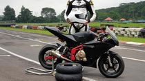 Jelang CEV Moto2, Dimas Ekky Geber Motor Mungil di Sirkuit Karting Sentul