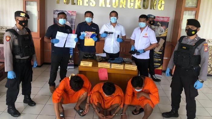 Polisi tangkap 3 pelaku penipuan di Bali yang berpura-pura menjadi saudara korban untuk meminta uang
